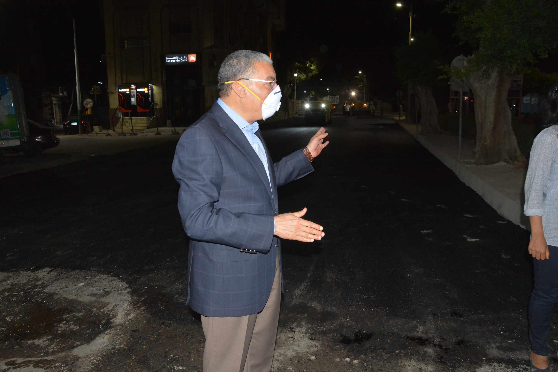محافظ المنيا يتابع أعمال رصف شارعي سعد زغلول (3)