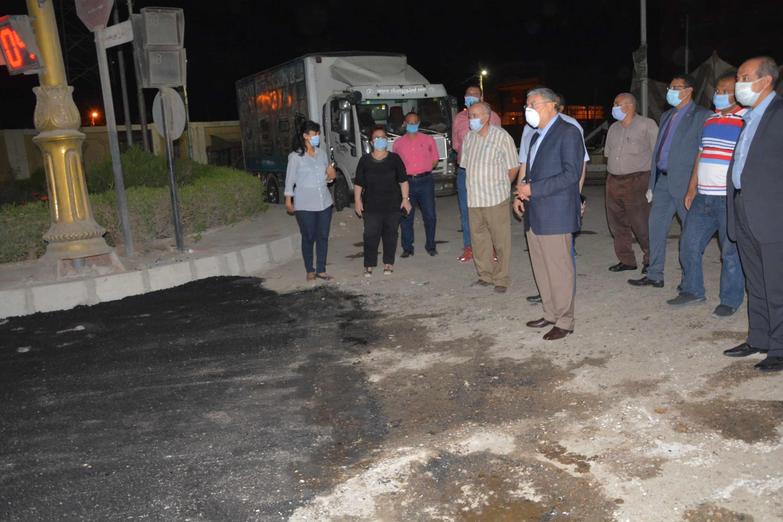 محافظ المنيا يتابع أعمال رصف شارعي سعد زغلول (4)