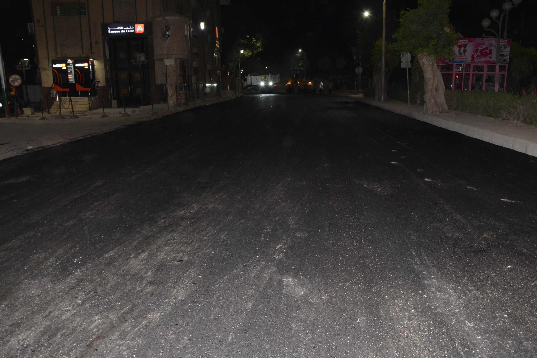 محافظ المنيا يتابع أعمال رصف شارعي سعد زغلول (5)