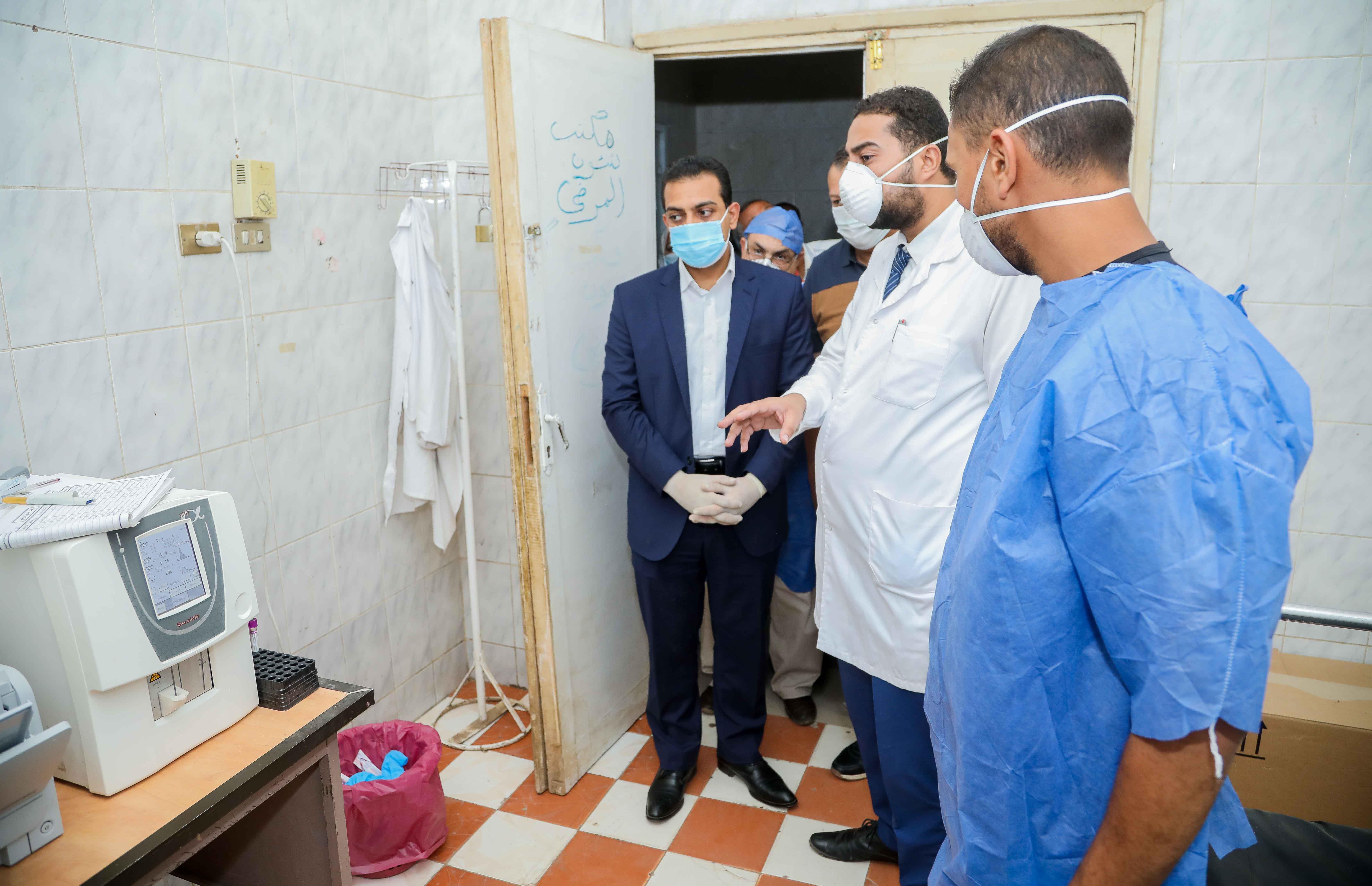نائب محافظ قنا يزور مستشفيات العزل الصحى (6)