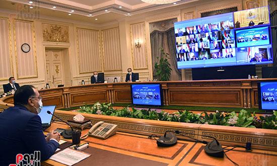 الحكومة تناقش فتح المساجد والنشاط الرياضى والطيران بالفيديو كونفرانس