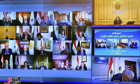 مجلس الوزراء يناقش فتح المساجد والنشاط الرياضى والطيران عبر الفيديو كونفرانس