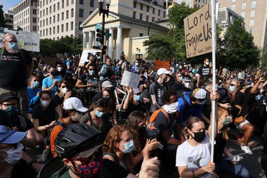 82409-متظاهرون-يحتجون-على-عدم-المساواة-العرقية-فى-واشنطن