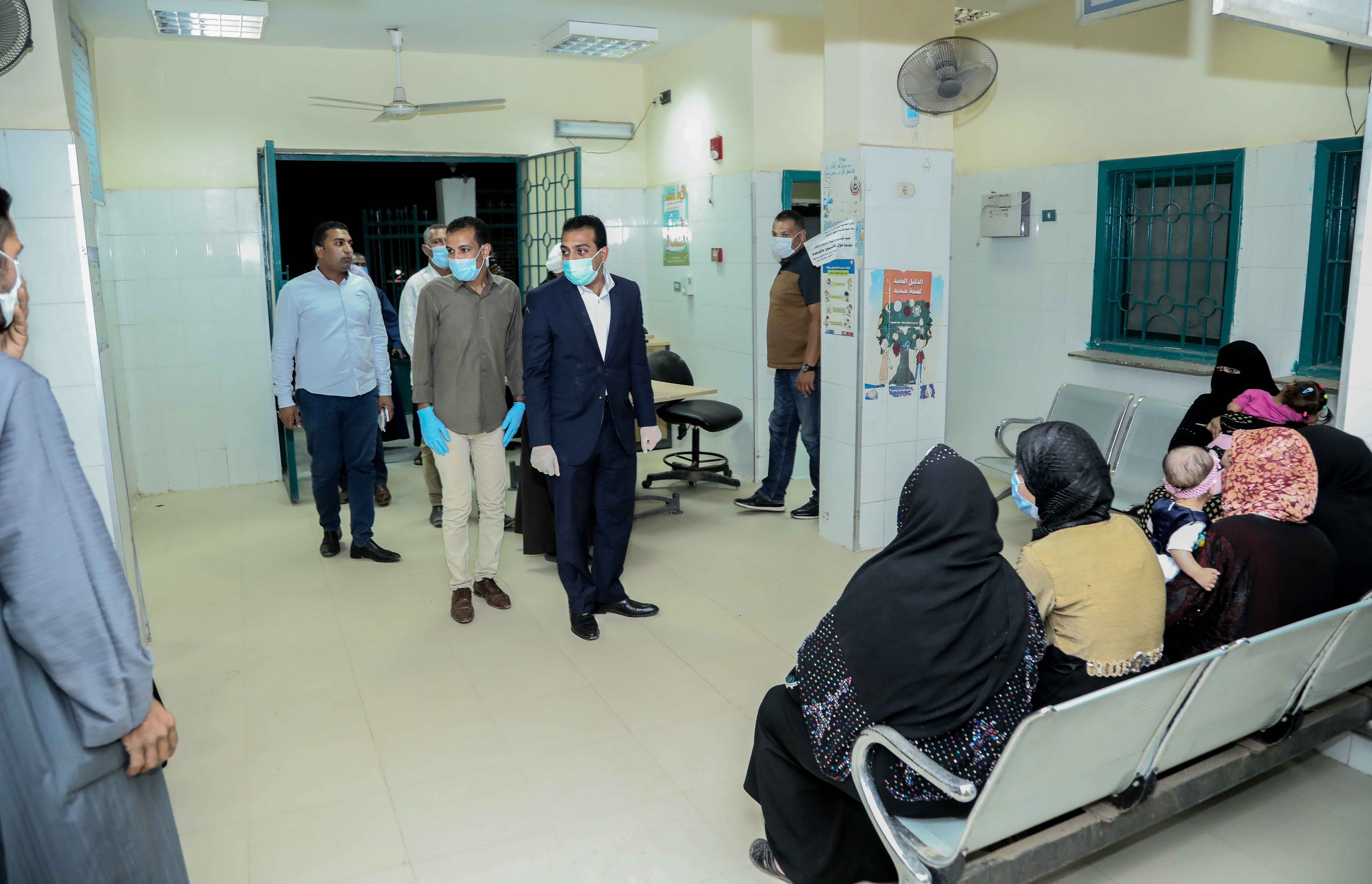 نائب محافظ قنا يزور مستشفيات العزل الصحى (14)