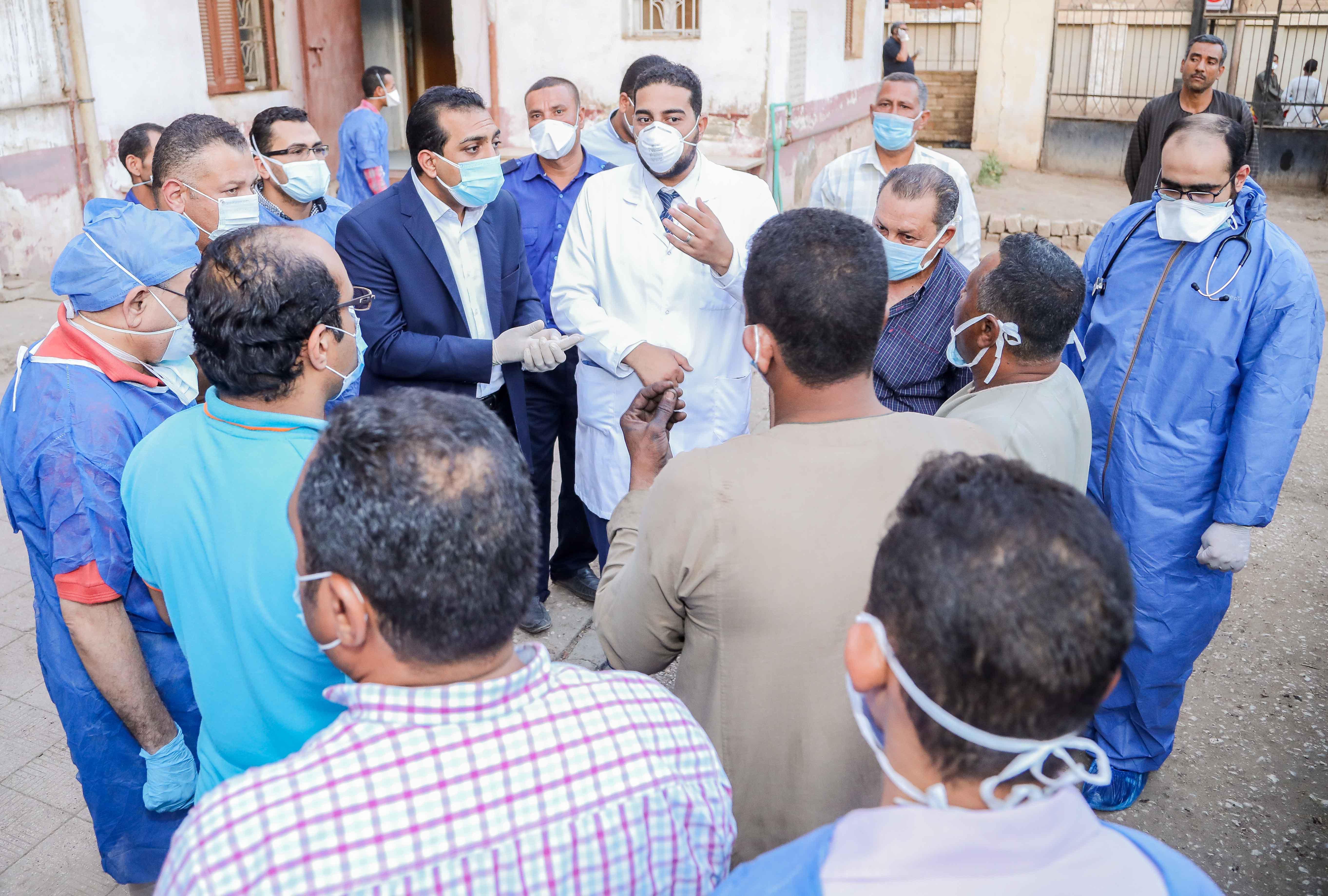 نائب محافظ قنا يزور مستشفيات العزل الصحى (10)