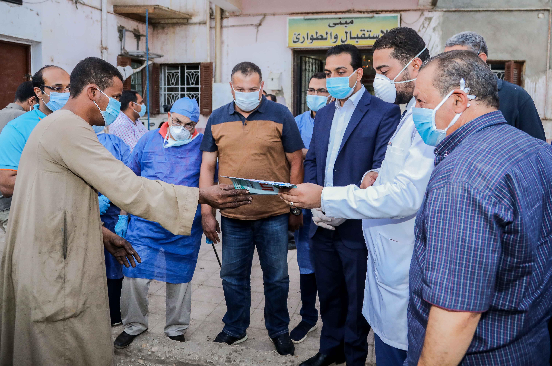 نائب محافظ قنا يزور مستشفيات العزل الصحى (8)