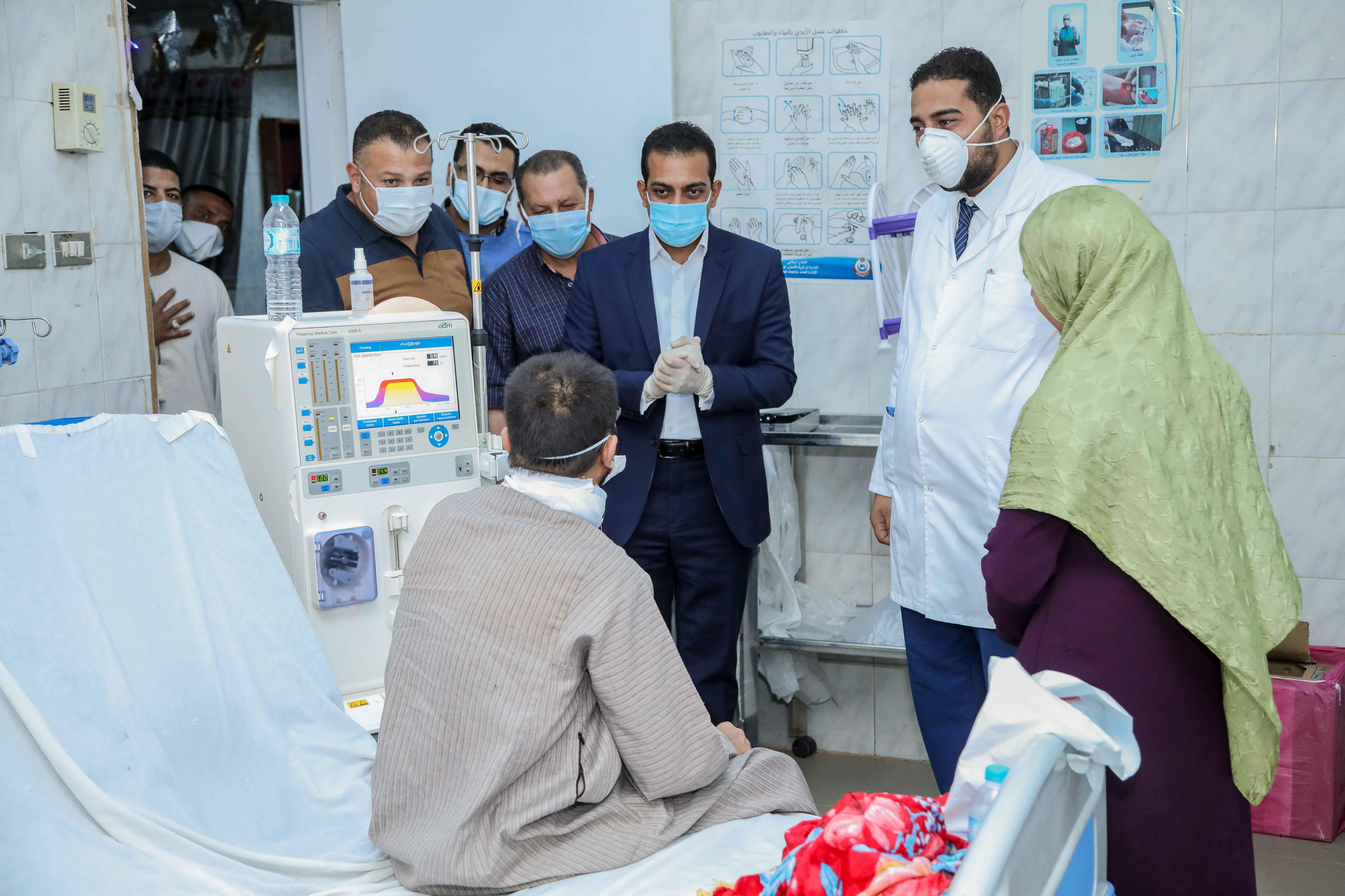 نائب محافظ قنا يزور مستشفيات العزل الصحى (13)