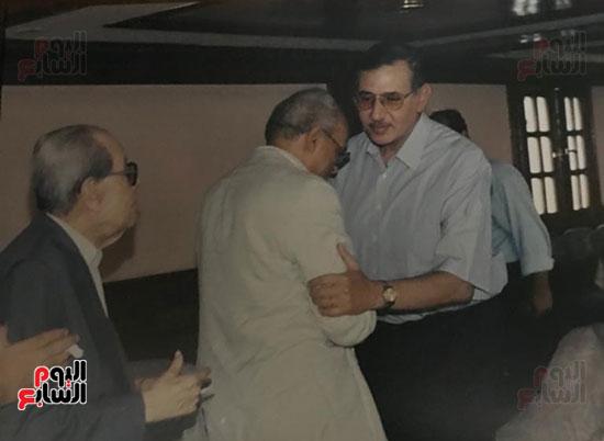 نجيب-محفوظ-مع-خالد-عبد-الناصر