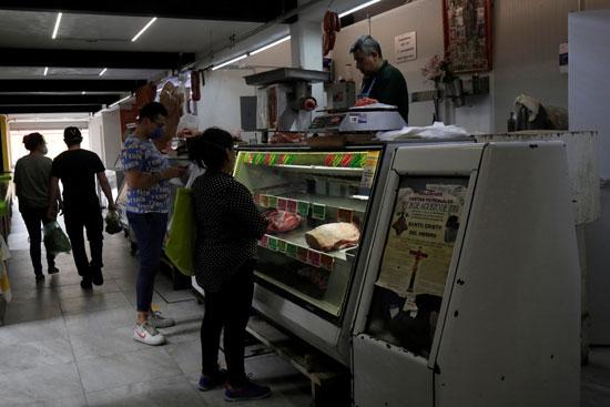 إعادة فتح المحلات تدريجيا فى مكسيكو سيتى