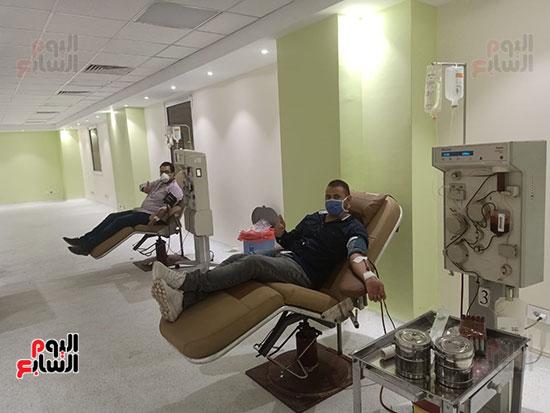 توافد المتعاقدين للتبرع ببلازما الدم (12)