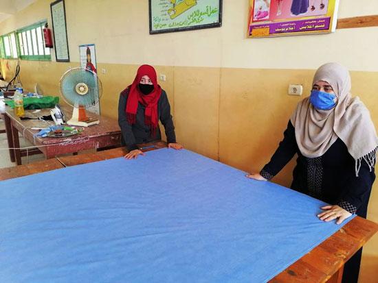 20 معلما بشمال سيناء تطوعوا لإنتاج 6000 كمامة خلال 3 أسابيع (3)