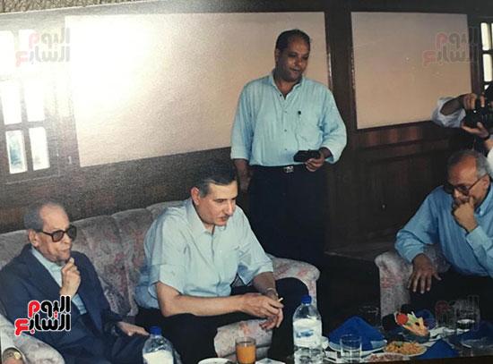 لقاء-نجيب-محفوظ-مع-خالد-عبد-الناصر