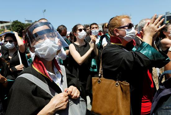 المحاميين يتظاهرون فى اسطنبول ضد قانون تنظيم النقابات