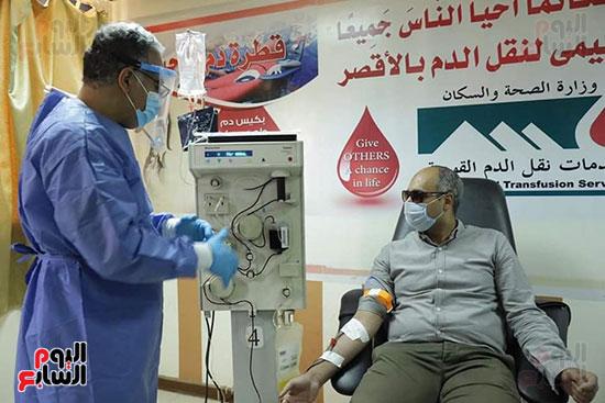 توافد المتعاقدين للتبرع ببلازما الدم (5)