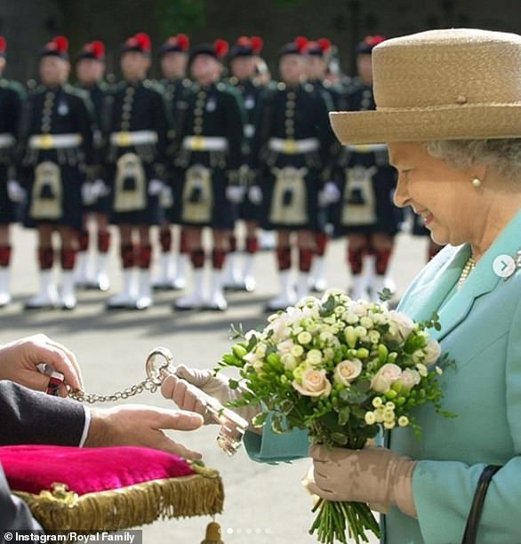 30186328-8474667-As_part_of_the_Ceremony_of_the_Keys_the_Queen_is_welcomed_into_t-a-7_1593519634029