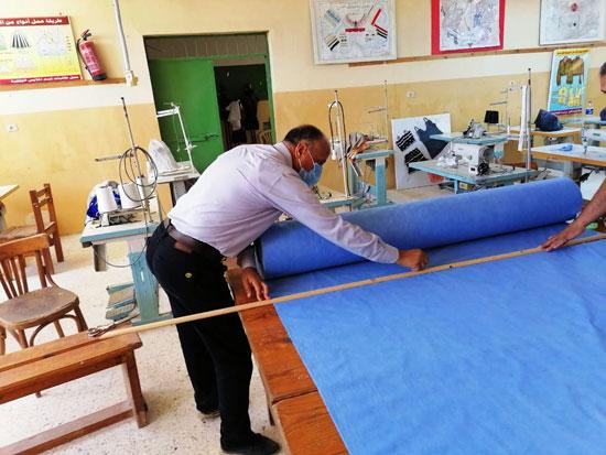 20 معلما بشمال سيناء تطوعوا لإنتاج 6000 كمامة خلال 3 أسابيع (6)