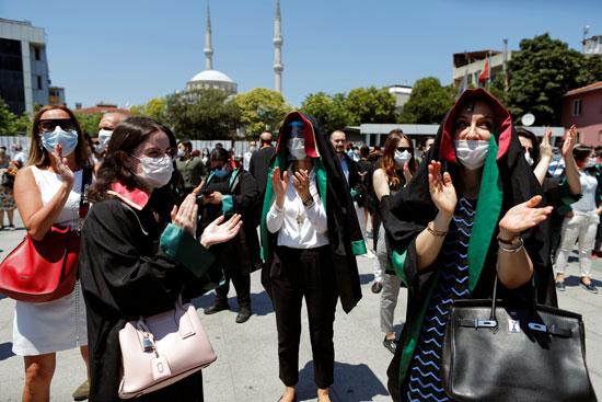 المحاميات يتظاهرن ضد أردوغان