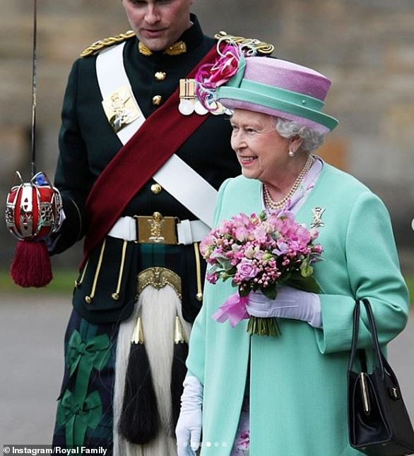 30186330-8474667-The_Queen_at_the_Ceremony_of_the_Keys_in_Edinburgh_in_2018_which-a-9_1593519636365