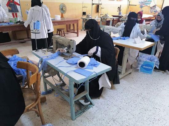 20 معلما بشمال سيناء تطوعوا لإنتاج 6000 كمامة خلال 3 أسابيع (1)