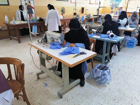 20 معلما بشمال سيناء تطوعوا لإنتاج 6000 كمامة خلال 3 أسابيع (4)