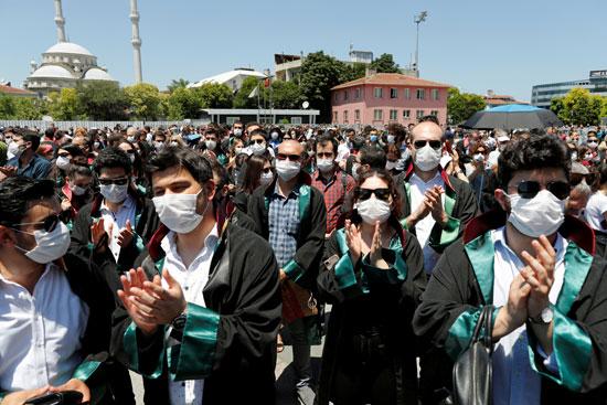 تظاهر المحاميين أمام قصر العدل