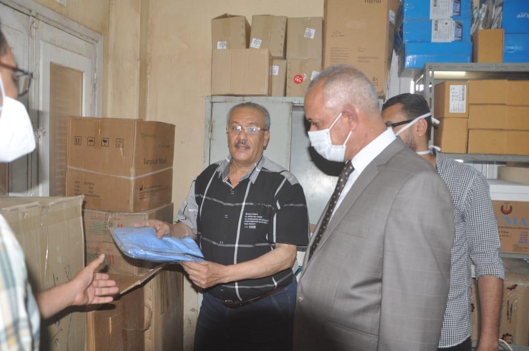 السكرتير العام خلال زيارته الميدانية للمستشفى  (4)