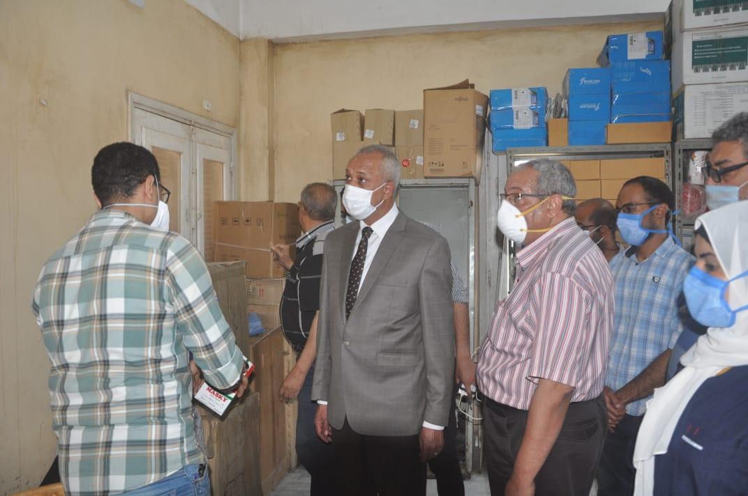 السكرتير العام خلال زيارته الميدانية للمستشفى  (5)