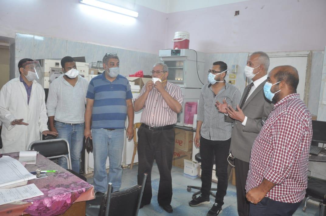 السكرتير العام خلال زيارته الميدانية للمستشفى  (2)