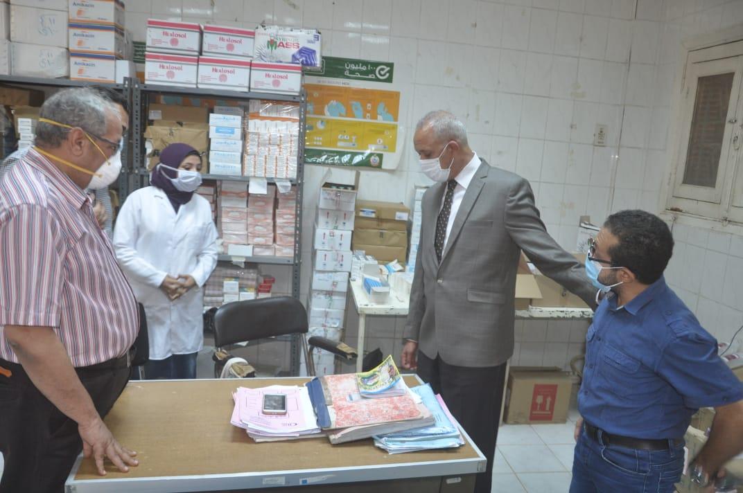 السكرتير العام خلال زيارته الميدانية للمستشفى  (1)