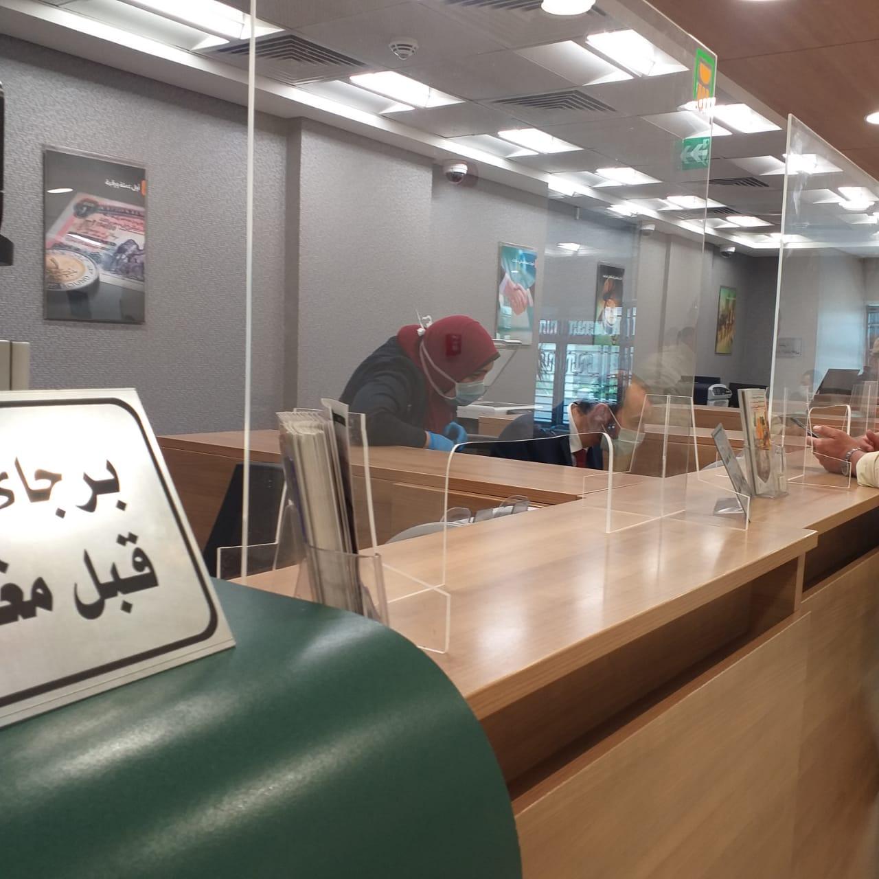 شرائح عازلة لكافة مكاتب خدمة العملاء والاستقبال