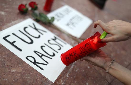 الشعارات المناهضة للعنصرية تهيمن على المشهد فى مينينسوتا وباقى الولايات