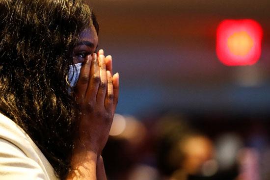 بكاء وحزن يهيمن على المشهد فى ولاية مينينسوتا الأمريكية