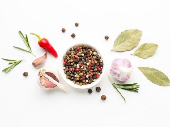 استخدم الأعشاب والتوابل في طبخك