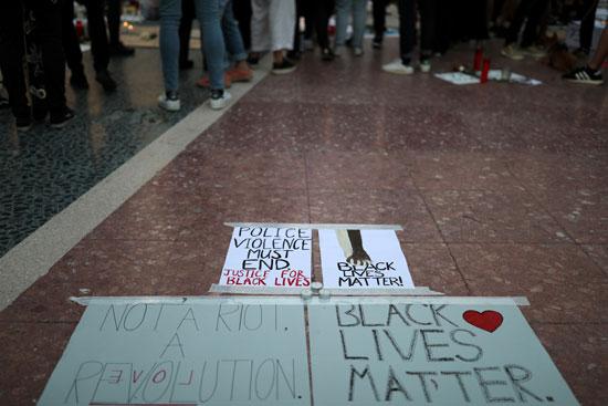 شعارات مناهضة للعنصرية
