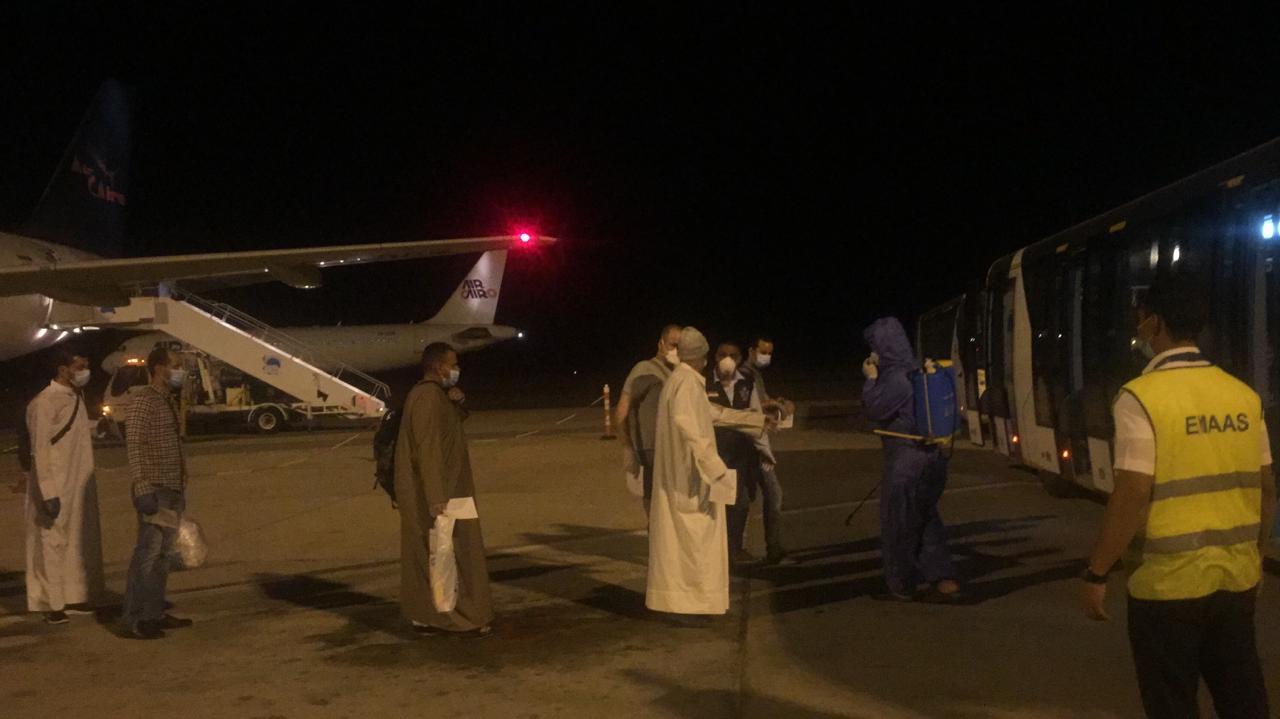 جانب من وصول العالقين بالخارج لمرسى علم (1)