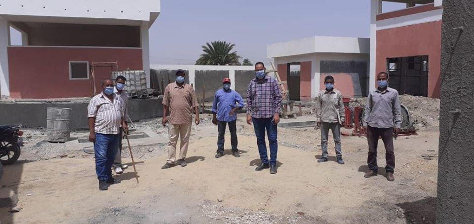 رئيس مدينة الطود يتفقد ويتابع مشروع الصرف الصحى والإنارة
