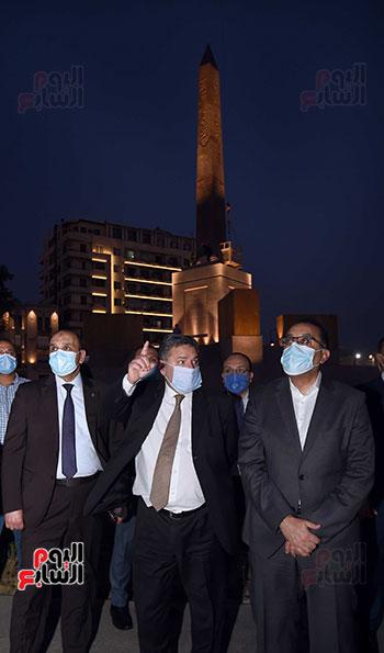 رئيس الوزراء يتفقد المرحلة النهائية لمشروع إضاءة ميدان التحرير بعد تطويره (6)