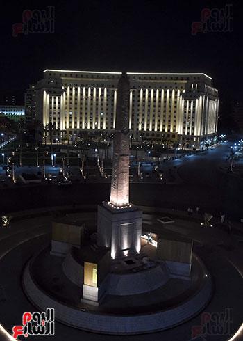 رئيس الوزراء يتفقد المرحلة النهائية لمشروع إضاءة ميدان التحرير بعد تطويره (15)