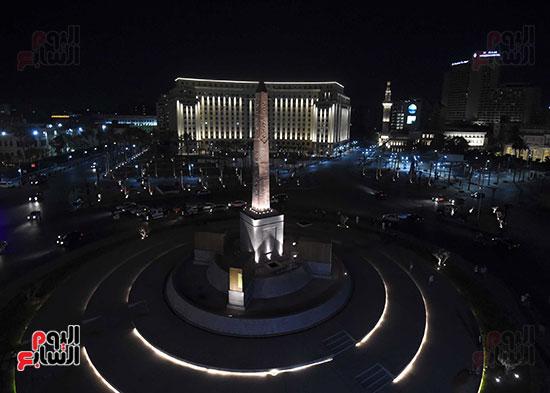 رئيس الوزراء يتفقد المرحلة النهائية لمشروع إضاءة ميدان التحرير بعد تطويره (12)