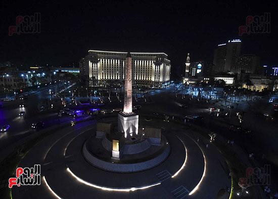 رئيس الوزراء يتفقد المرحلة النهائية لمشروع إضاءة ميدان التحرير بعد تطويره (11)