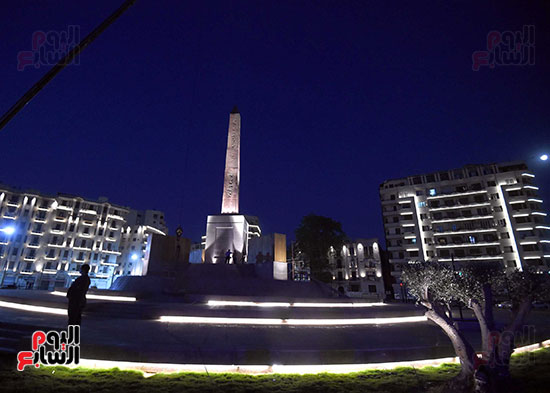 رئيس الوزراء يتفقد المرحلة النهائية لمشروع إضاءة ميدان التحرير بعد تطويره (9)