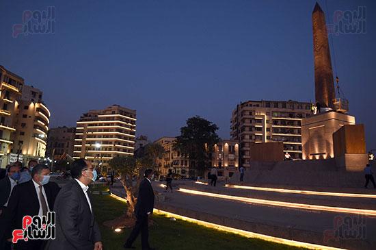رئيس الوزراء يتفقد المرحلة النهائية لمشروع إضاءة ميدان التحرير بعد تطويره (3)