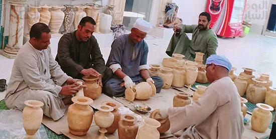 صناعة الألباستر والتحف المقلدة ورثها أبناء القرنة من أجدادهم الفراعنة  (8)