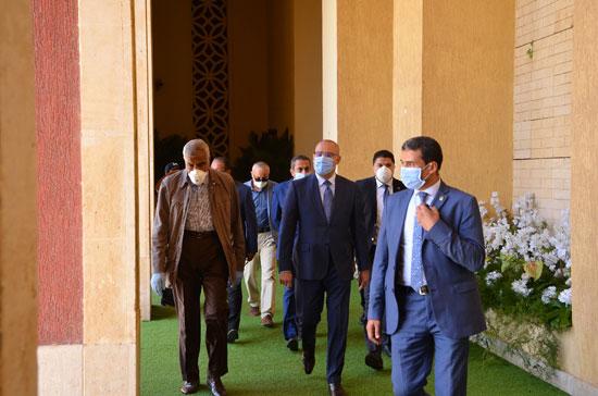 الدكتور عاصم الجزار وزير الإسكان وهشام طلعت مصطفى (3)