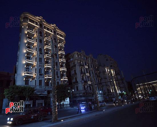 رئيس الوزراء يتفقد المرحلة النهائية لمشروع إضاءة ميدان التحرير بعد تطويره (8)