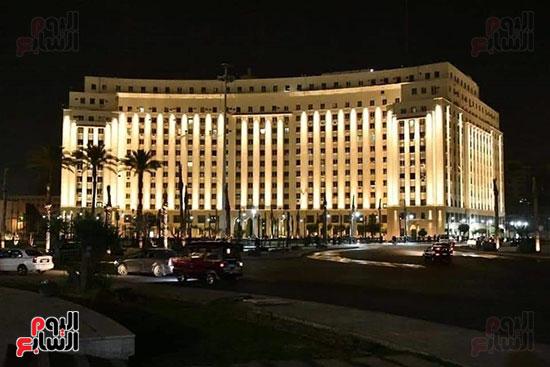 مجمع التحرير بعد إضاءته