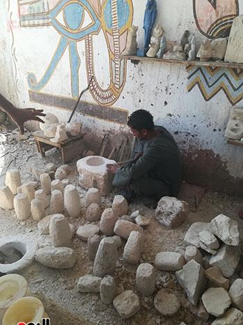 صناعة الألباستر والتحف المقلدة ورثها أبناء القرنة من أجدادهم الفراعنة  (5)