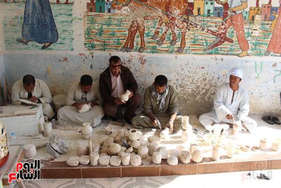 صناعة الألباستر والتحف المقلدة ورثها أبناء القرنة من أجدادهم الفراعنة  (3)