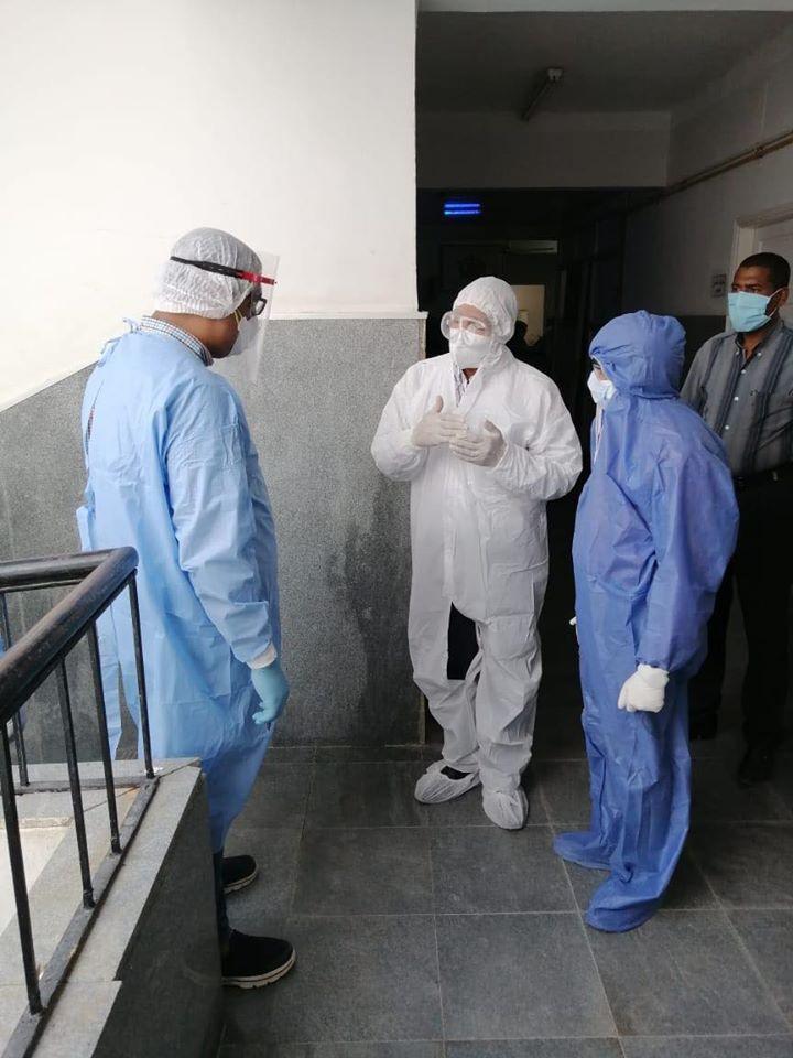 عميد كلية طب الأقصر يزور مستشفى الحميات