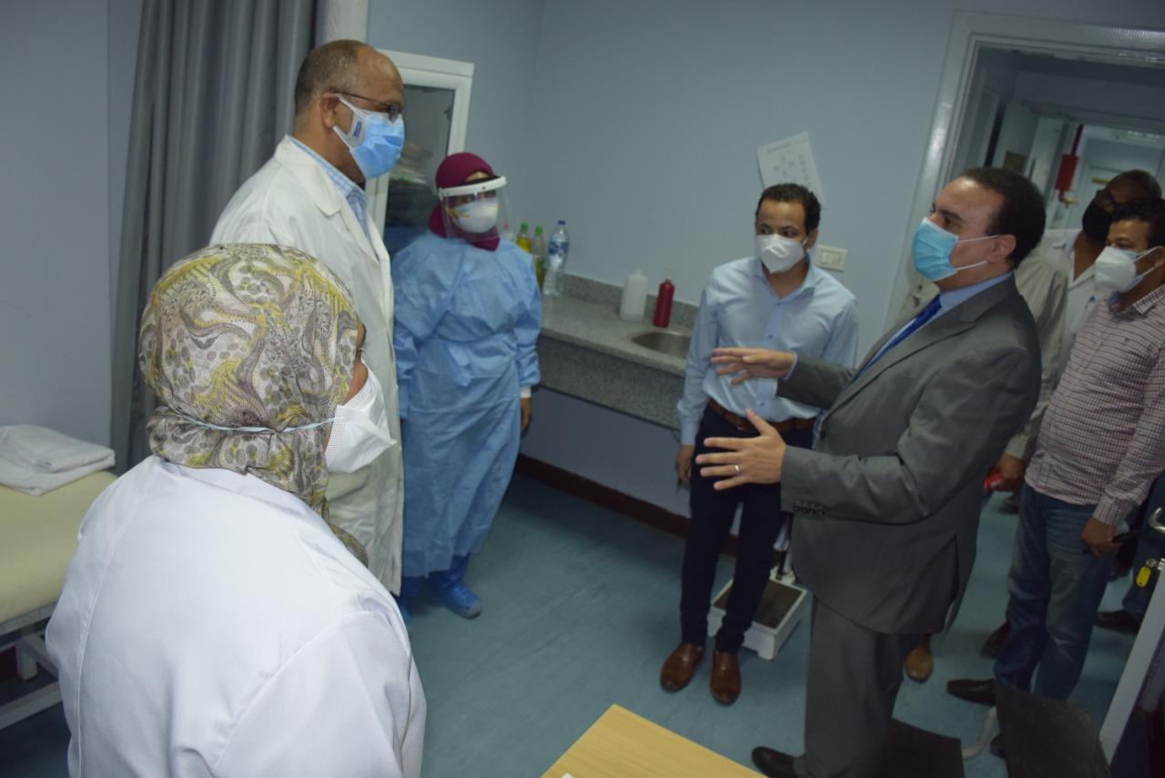 نائب محافظ الأقصر يتفقد مستشفى الحميات للعزل  (5)